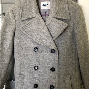Old navy long nice coat! Great condition.